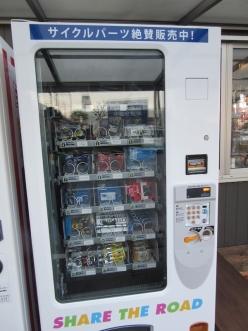 チューブなどサイクルパーツがそろう自動販売機が設置されている場所も(大津・どてるし)