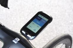 ガーミンのサイクルコンピュータに専用アプリをダウンロードすると、サイクルコンピュータ上でアクティブサスペンションの動作状況を確認したり、モード切替ができるようになる