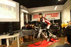 タイムアタックのトリは、このグループのリーダーでモデル、サイクリストの日向涼子さん