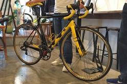 こちらは2017年ツール・ド・フランスを記念して世界で17台生産されたスペシャルモデル。ダウンチューブにはツールで登場した峠を模したグラフィックやペイントが描かれている