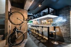 店舗内観。サイクルラックも完備されており、自転車で来店することも可能だ。もちろんその場合は飲酒厳禁