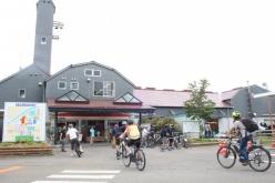 道の駅伊豆ゲートウェイ函南をスタートしたガイドツアー一行がたどり着いた「酪農王国オラッチェ」。今回の充電ネットワークに加盟している施設のひとつだ