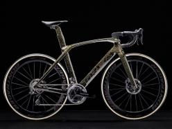ファビアン・カンチェッラーラが選んだという、ブラック・ゴールドのプロジェクトワン・アイコンカラー。他に5色が用意される(うち1色は近日設定予定)