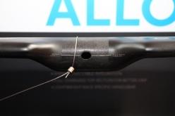 ハンドルのステムクランプ部に開けられた穴。ハンドル内に通したDi2ケーブルをこの穴からステム内へ通すことができる