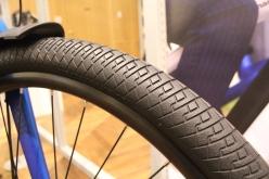 タイヤにはエアボリューム700×50Cを採用。実質29インチのMTBタイヤと同等となる