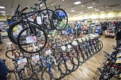 総勢100台以上のロードバイク・MTB・クロスバイクなどが店舗に並ぶ
