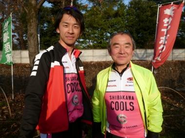 左が甥の祐樹さん、右が店長の矢作知久さん