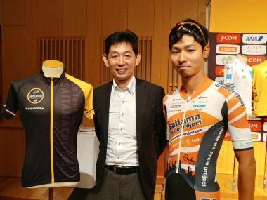 藤田晃三さん(左)と涼平さん。「父とは一緒に練習に行くこともあります。今は僕の方が速いですよ!」