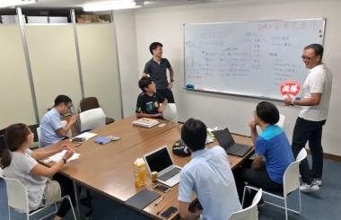 事前にメンバーと全体の目標を決める会議が開催。安全のために「個人TTとチームTTだけでも出ませんか?」と石垣さんに相談したところ、「是非出走したいです!」との返事が!