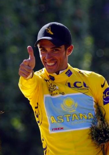 2009ツール・ド・フランスで総合優勝したアルベルト・コンタドール ©Yuzuru SUNADA