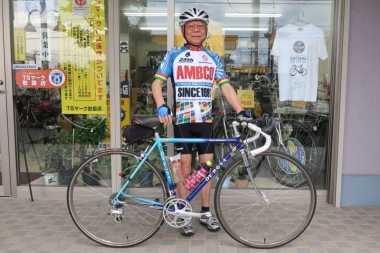 拠点の『サイクルショップ大牧』社長の鎌田さん Photo:サイクルスポーツ編集部