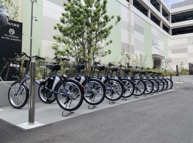 綱島SST内の慶應義塾大学日吉国際学生寮前に設置された駐輪ポート。ここ以外にもキャンパス内や商業施設、駅周辺にも設置される。