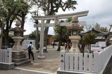 コース中間の立ち寄りスポットは、和歌山側の射ヤ頭八幡神社へ