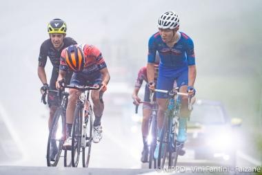 草場啓吾(右)は、悪天候に見舞われた今年の全日本選手権ロードレースで、エリート1年目ながら健闘して6位入賞を果たした。©︎NIPPO・ヴィーニファンティーニ・ファイザネ