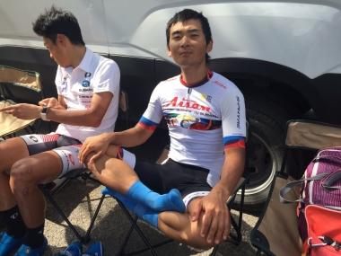 レース後にくつろぐ岡本隼(photo:CyclismeJapon)