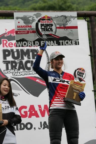 世界選手権出場権を今回の日本大会で獲得した榊原。左が2位の丹野