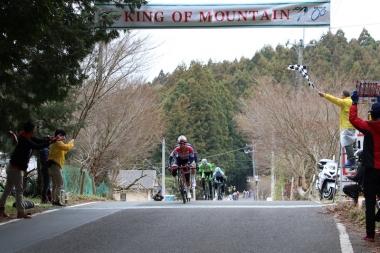 2回目の山岳ポイントは岡篤志(宇都宮ブリッツェン)が先頭通過