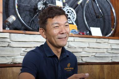 上萩泰司社長 カミハギサイクル取締役社長として多忙な日々を過ごす傍ら、自らもスポーツサイクルを楽しむ。最近は年数回トライアスロンにも参戦している