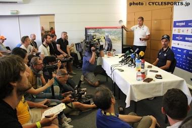 アラフィリップの記者会見には大勢のメディアが詰めかけた