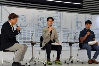 出場チームと注目選手を紹介した栗村修氏(中央)と廣瀬佳正GM(右)の両名は、東武鉄道が運行するジャパンカップトレインのアテンドも務めることになっている