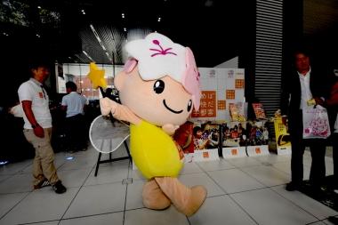 宇都宮市のマスコットキャラクター、ミヤリーも記者発表会にやってきた