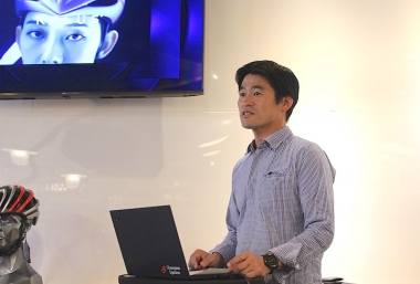 Kプラスを新たに扱う、チャンピオンシステムジャパンの棈木亮二氏よりブランドの説明が行われた