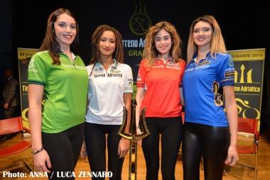 左からマリア・ベルデ、マリア・ビアンカ、マリア・ロッサ、マリア・アッズーラ