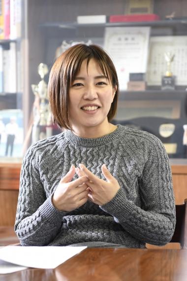 白井美早子「ガールズケイリンの白井です。私は男子選手からいろいろな知識を学べて困っていませんでしたが、みなさん苦労しているのですね。このような情報発信が女性ライダーに役立てるとうれしい」