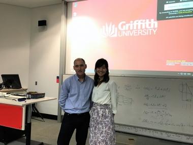『キャリア開発』担当のバリー先生。とにかく学生指導に熱心な先生!私は密かに心の中で「(松岡)修造先生」と呼んで慕っていました