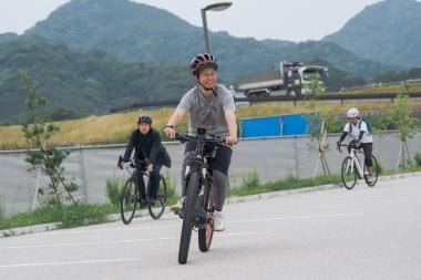 会場横では試乗コースが設けられ、来場者はそれぞれのバイクにまたがって実際の走行感を試すことができた