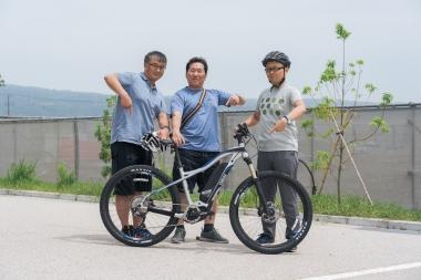 新野新一郎さん、谷内創さん、伊藤敏幸さんと「ヤマハ・YPJ-XC」