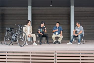 トークショーも開催され、モータージャーナリストの島下泰久氏やeバイクジャーナリストの難波ケンジ氏とともに当eバイクジャパン編集担当の江里口も登壇。eバイクで走る伊豆の魅力が語られた