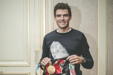 リオ五輪で獲得した金メダルを持参したバンアーベルマート