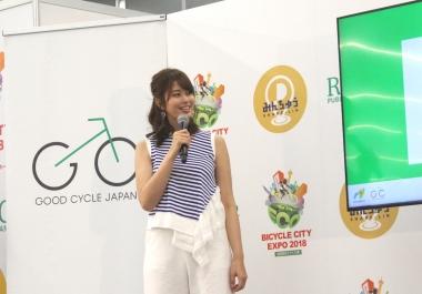 自転車アンバサダーに任命されたタレントの稲村亜美さん。アンバサダー就任を前にたまたまクロスバイクを購入しており、今は自転車で走る楽しみを日々感じているという