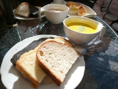 「つけパンセット」はパン食べ放題 Photo:Yoko Oya