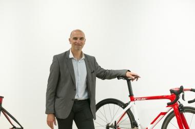 タイム研究開発部長 グザヴィエ・ルサブシャール氏 / 博士号も持つカーボンのスペシャリスト。10年以上にわたりタイムで研究開発を手がけている。もちろん、自身も大の自転車好きだ。