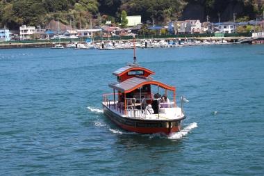 浦賀の渡しは乗船場にあるボタンを押すと対岸からすぐに来てくれる