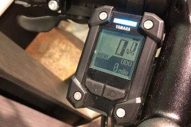 コントロールパネルにはスピードなど表示されるほか、画面上部のLEDの色で現在のアシストモードを一目で認識できる