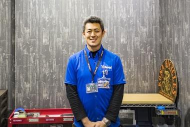 店長の奥平総帆さんは、入社20年を越える大ベテラン。ここ数年は、人気自転車ドラマ「弱虫ペダル」の現場指導・監修も勤めた